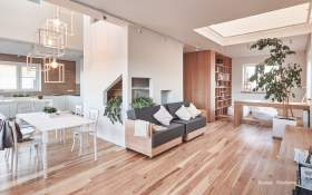 Create a Warm and Friendly House, Interior Consultant Apply Wooden Interior Design